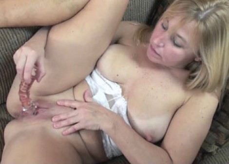 Mature blonde Liisa does her glass dildo